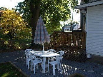 Villa Niagara Falls Cottage Rental Pine Tree House Niagara Falls On